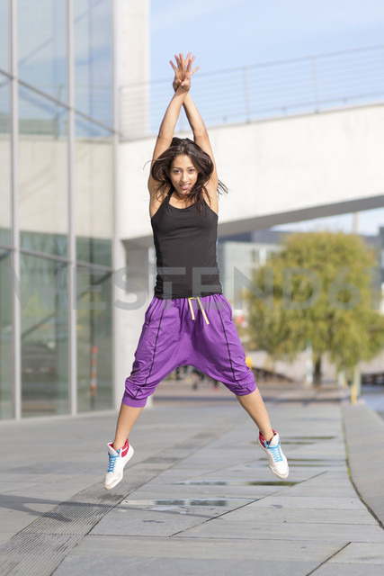 Young woman exercising in the city - ASCF000592