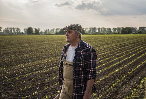 Farmer in a field - UUF007359