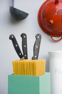 Kitchen utensils, colander, knife block of spaghetti, sieve of enamel, dipper - GISF000216