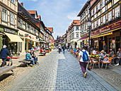 Germany, Saxony-Anhalt, Wernigerode, old town, half-timbered houses and street cafes - AM004888