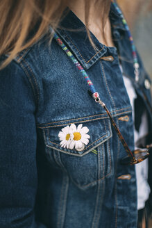 Daisies at pocket of woman's denim jacket - JPF000153
