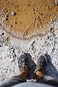 Chile, San Pedro de Atacama, man's feet in the desert - MAUF000603