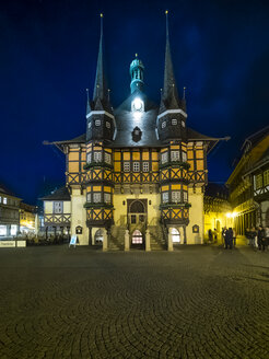 Germany, Saxony-Anhalt, Wernigerode, townhall and market place at night - AMF004898