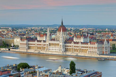 Hungary, Budapest, View to Pest with parliament building and Danube river - GFF000598