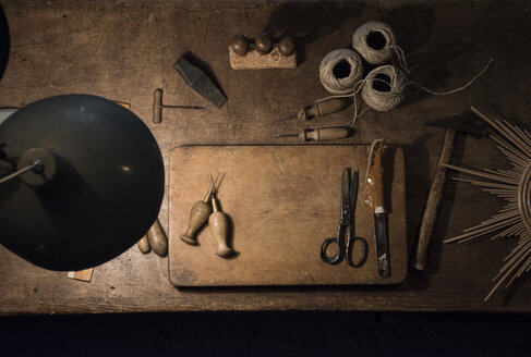 Tools and twine rolls on a wood table in a workshop - ABZF000567