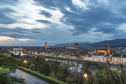 Italy, Tuscany, Florence, historic old town and Arno river in the evening - CSTF001089