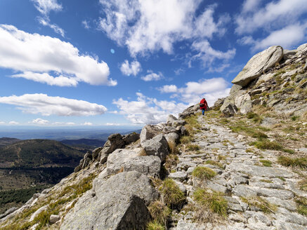 Spain, Sierra de Gredos, man hiking in mountains - LAF001639