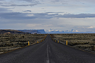 Iceland, South of Iceland, empty road - FDF000170