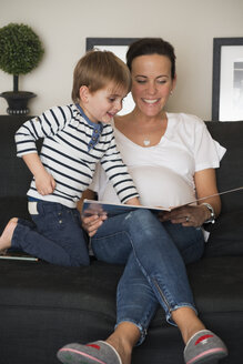 Mother reading book with her sons - LFOF000250