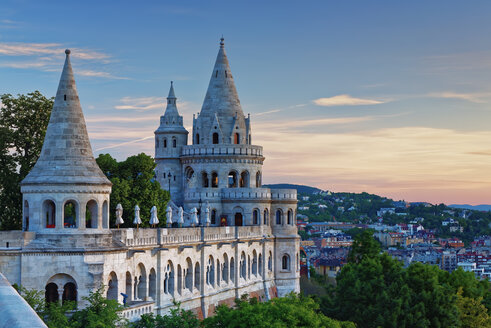 Hungary, Budapest, View to Fisherman's Bastion in the evening - GFF000623