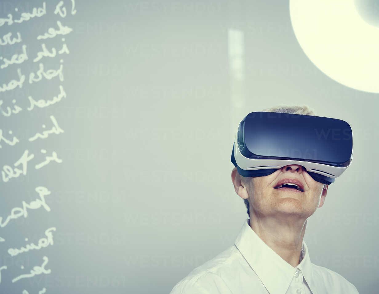 Senior woman wearing Virtual Reality Glasses - DISF002496 - Dieter Schewig/Westend61