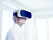 Senior woman wearing Virtual Reality Glasses - DISF002499