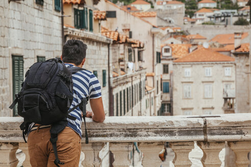 Croatia, Dubrovnik, back view of tourist with backpack looking at the city - ZEDF000154
