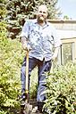 Young man working garden - SEGF000548