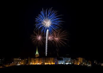 UK, Wales, Pembrokeshire, Tenby, new year fireworks - ALRF000463
