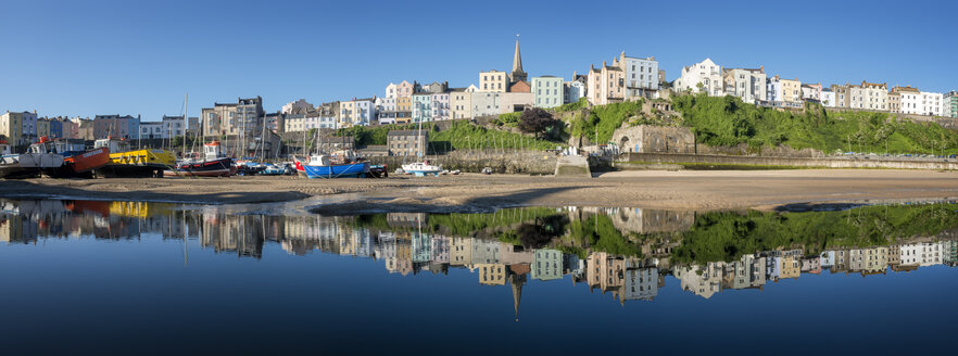 UK, Wales, Pembrokeshire, Tenby, panoramic view of harbour, low tide, water reflection - ALRF000466