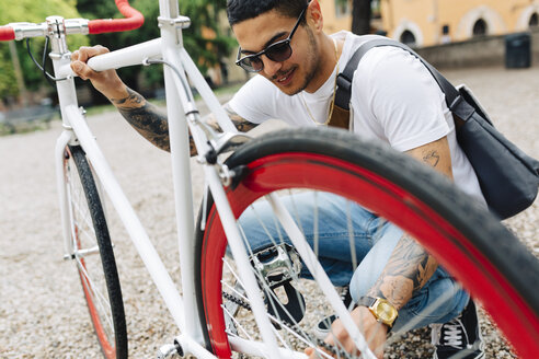 Young man with a bicycle outdoors - GIOF001169