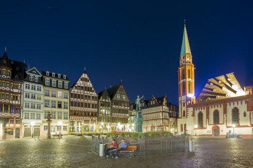 Germany, Frankfurt, view to Ostzeile with Gerechtigkeitsbrunnen in the foreground - TAM000491