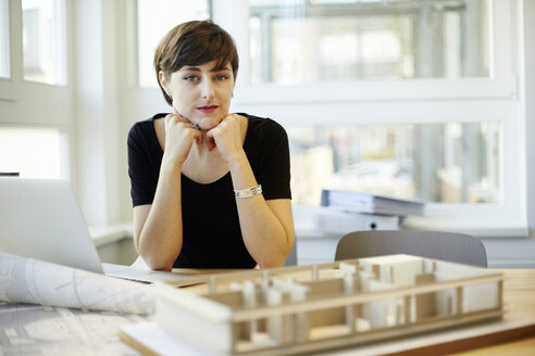 Portrait of architect in the office - TSFF000041