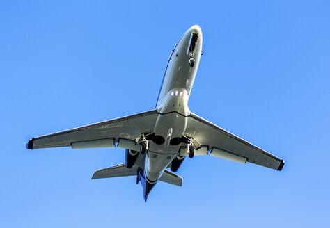 Landing jet against blue sky - JLRF000034