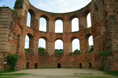 Germany, Rhineland-Palatinate, Treves, Ruins of an imperial thermal bath, World Heritage Site - KLRF000343