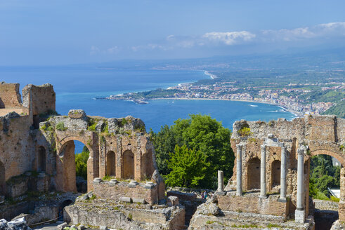 Italy, Sicily, Taormina, Teatro Greco with Giardini Naxos in background - RJF000589