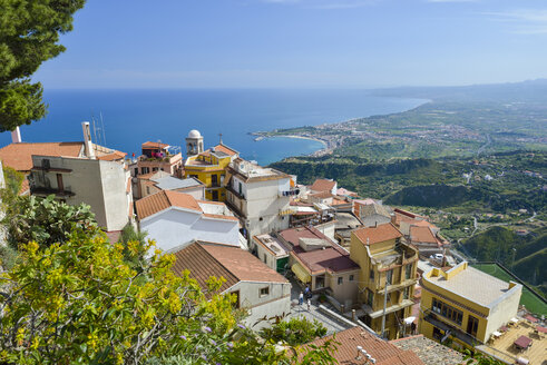 Italy, Sicily, mountain village Castelmola with Giardini Naxos in background - RJF000601