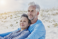 Portrait of couple on the beach - RORF000191