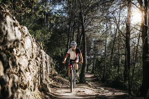 Mountain biker on the move - JRFF000718