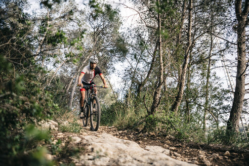 Mountain biker on the move - JRFF000721