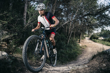 Mountain biker on the move - JRFF000724