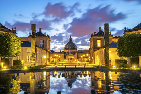 Denmark, Copenhagen, lighted Amalienborg Castle - PU000528