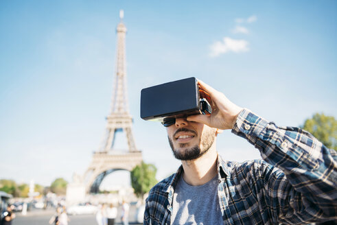 France, Paris, man traveling to Paris via virtual reality glasses - GEMF000911