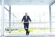 Businessman outside office building - MAEF011766
