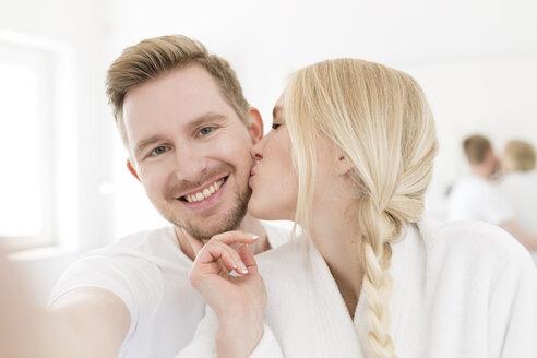 Man taking selfie of girlfriend kissing him - SHKF000598