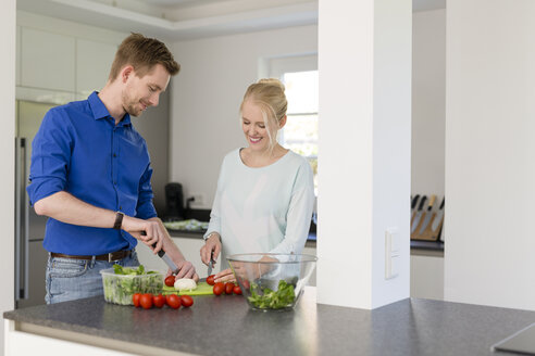 Couple in kitchen preparing a salad - SHKF000601