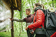 Serbia, Rakovac, young couple hiking, hiking map - ZEDF000169