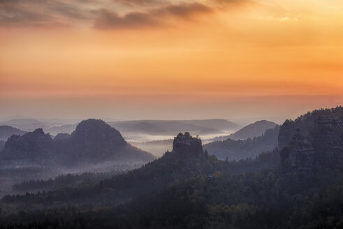 Germany, Saxony, Elbe Sandstone Mountains, view to Winterstein Mountain at sunrise - RUEF001712