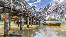 Italy, South Tyrol, Dolomites, Fanes-Sennes-Prags Nature Park, Lake Prags with Seekofel, boathouse - STSF001010