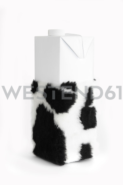 Milk carton with cow hide - KLR000361 - Artmedia/Westend61