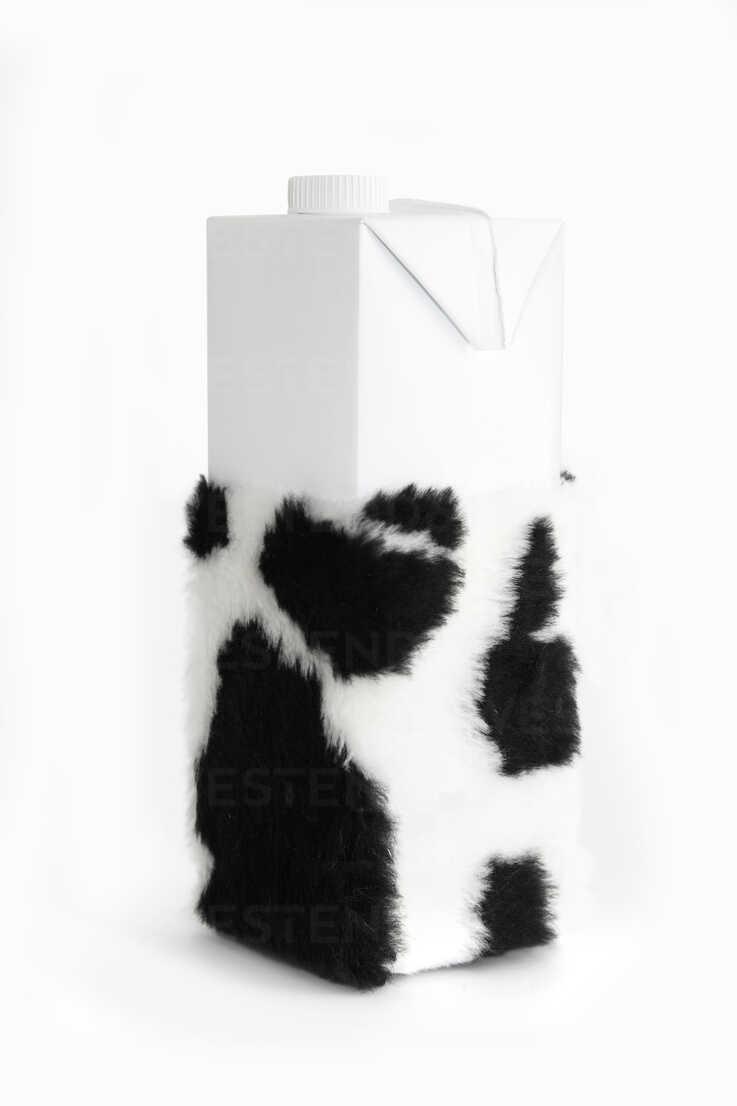 Milk carton with cow hide - KLR000361 - Artmedia/Westend61