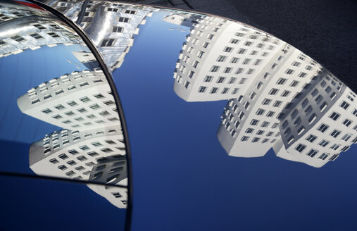 Germany, Duesseldorf, mirrored Gehry buildings on car bonnet - GUF000273