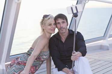 Couple taking selfies on a cruise - ONBF000055