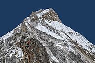 Nepal, Himalaya, Solo Khumbu, Everest region Ama Dablam, mountaineer on his way to the summit - ALRF000513