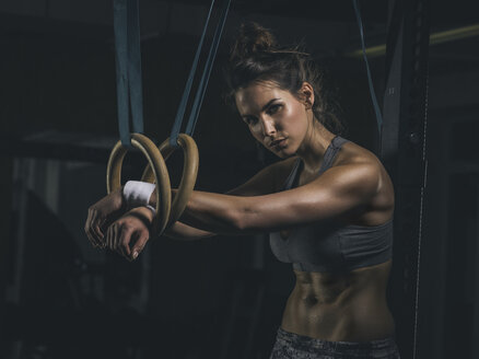 Female athlete, gymnastic rings - MADF000976