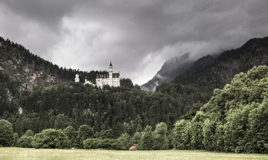 Germany, Bavaria, Schwangau, Neuschwanstein Castle and dark clouds - FC000970
