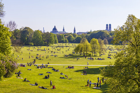 Germany, Munich, English Garden with relaxing people - WD003616