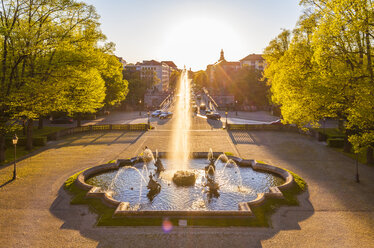 Germany, Munich, Prinzregent-Luitpold-Terrasse with fountain at backlight - WDF003649