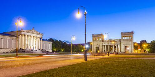 Germany, Munich, view to Staatliche Antikensammlung  and Propylaea and at Koenigsplatz - WDF003652