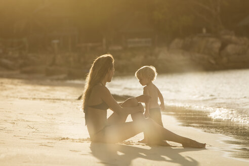 Thailand, mother and son on beach - SBOF000035